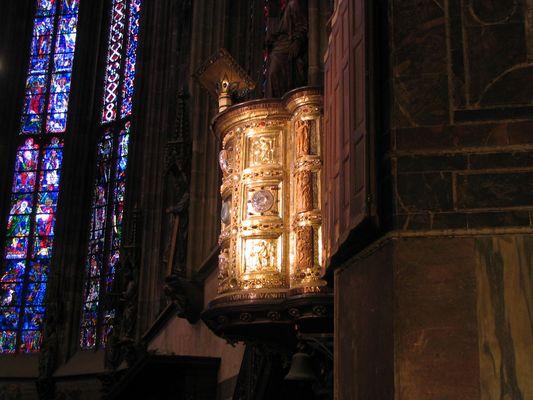 Licht in den Aachner Dom
