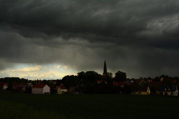 Licht und Dunkel, Pfingstwetter