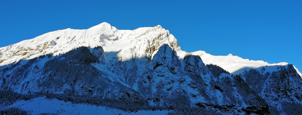 Licht und Schatten: Meine lieben Berge am frühen Morgen! - La vue depuis ma terrasse ce matin!