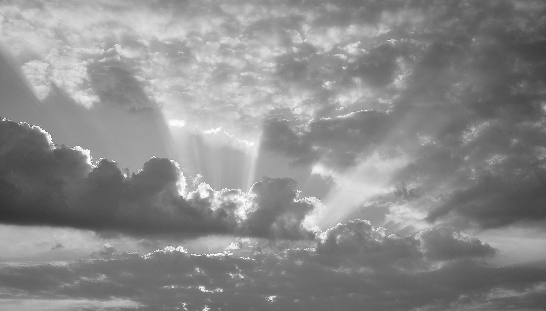 Licht zwischen den Wolken