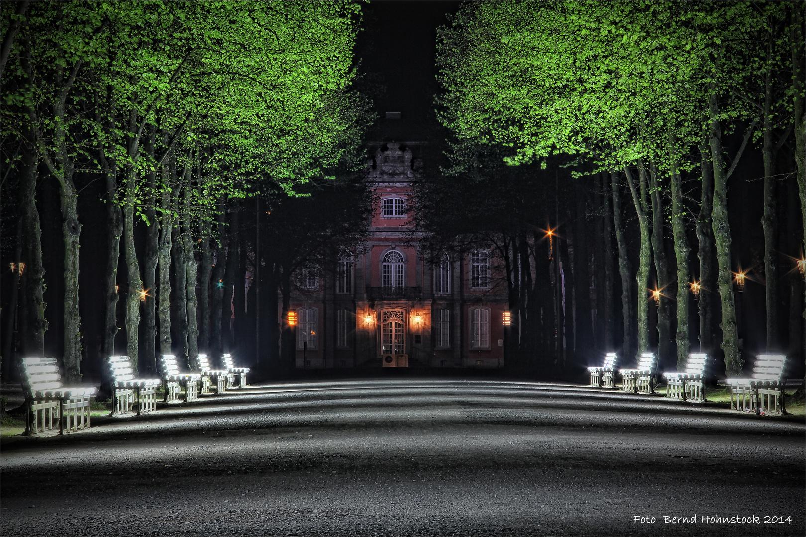 Lichtbänke UV-A UV-B im Hofgarten zu Dssd.