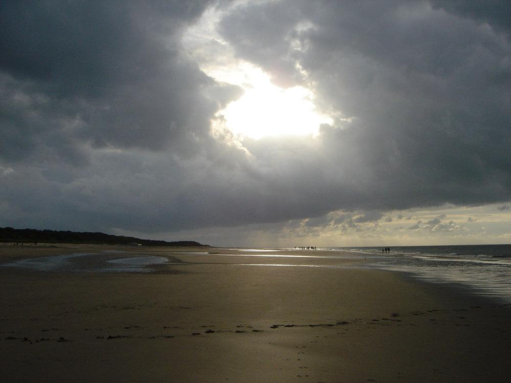 Lichtblick nach heftigem Gewitter an der Nordsee