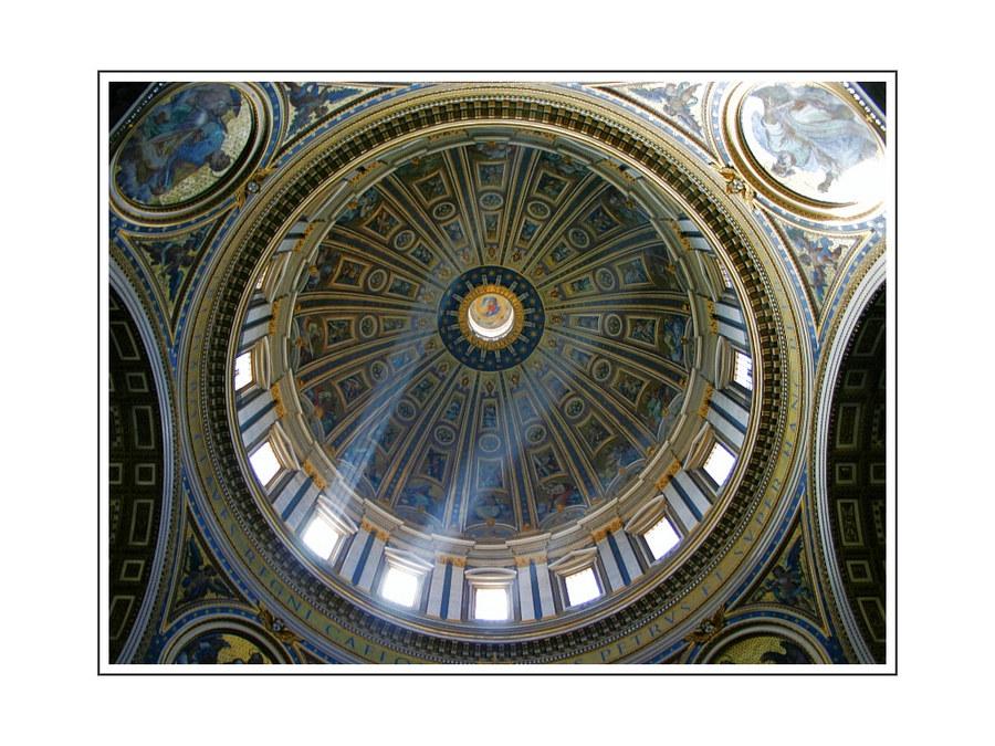 Lichteinfall im Petersdom