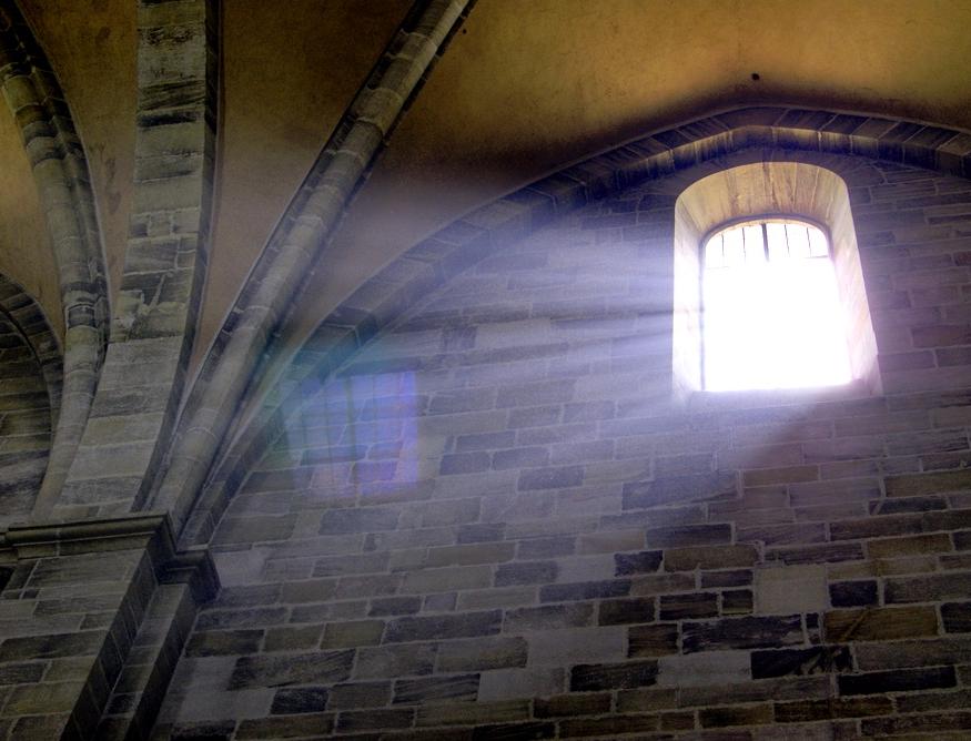 Lichteinfall in Kirche