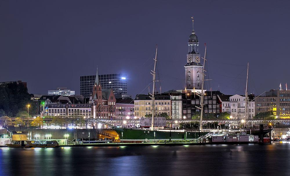 - - Lichter der Stadt - -