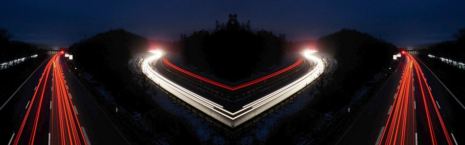"""""""Lichterspuren über der A99-Ost - Ausfahrt B304 gespiegelt"""""""