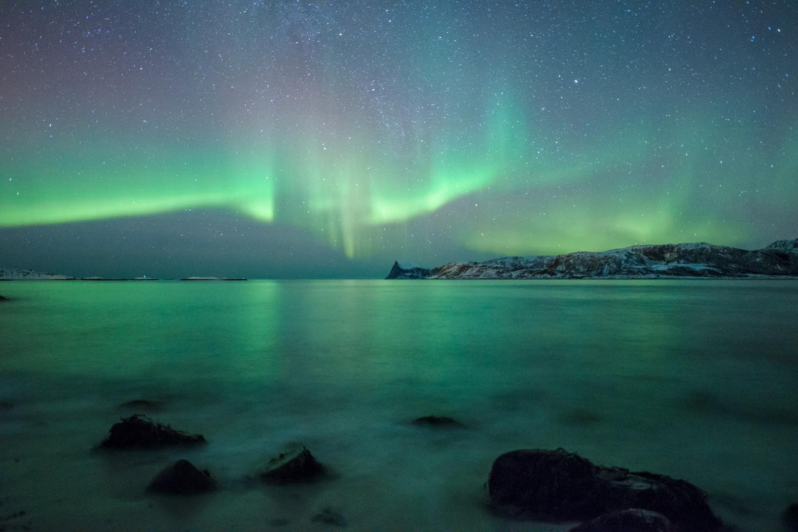 Lichtertanz über dem Meer