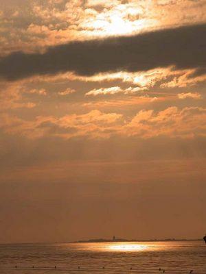 Lichtfleck überm Wattenmeer