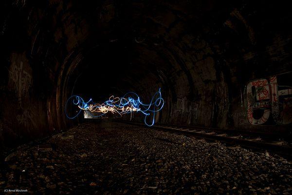 Lichtmalerei im Dorrenberg Tunnel