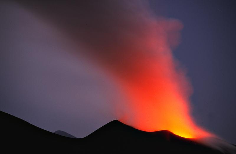Lichtschauspiel am Vulkan Stromboli
