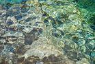 Lichtspiegelung im Wasser der Verzasca