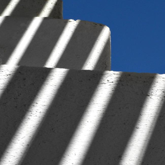 Lichtspiel an der Kykladen Architektur