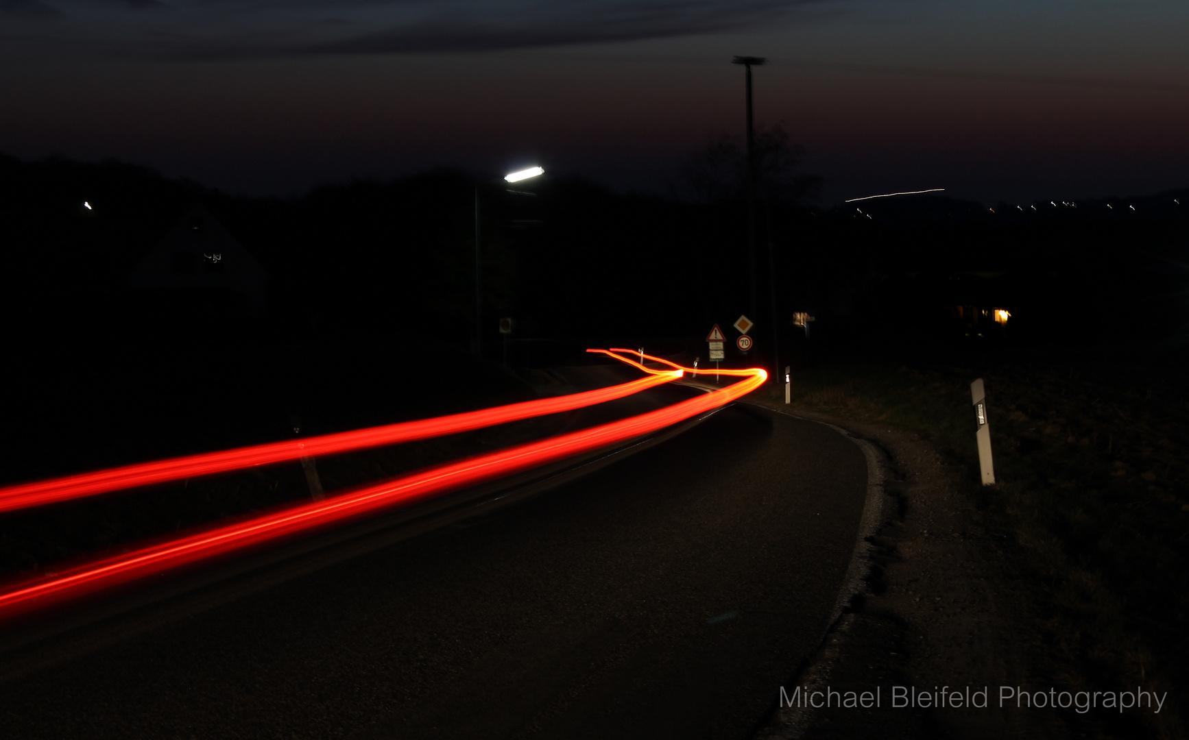 Lichtspuren der Landstraße