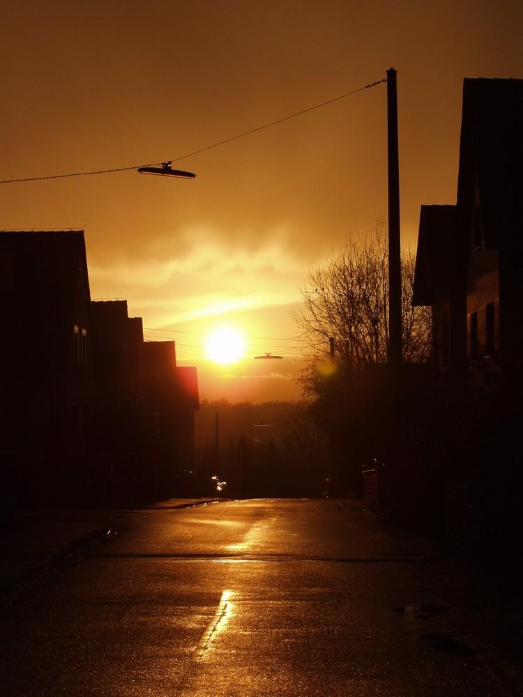Lichtstimmung nach starkem Regen in unserer Straße