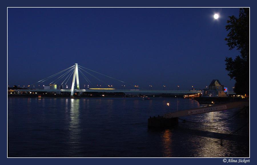 Lichtstrahl auf der Severinsbrücke