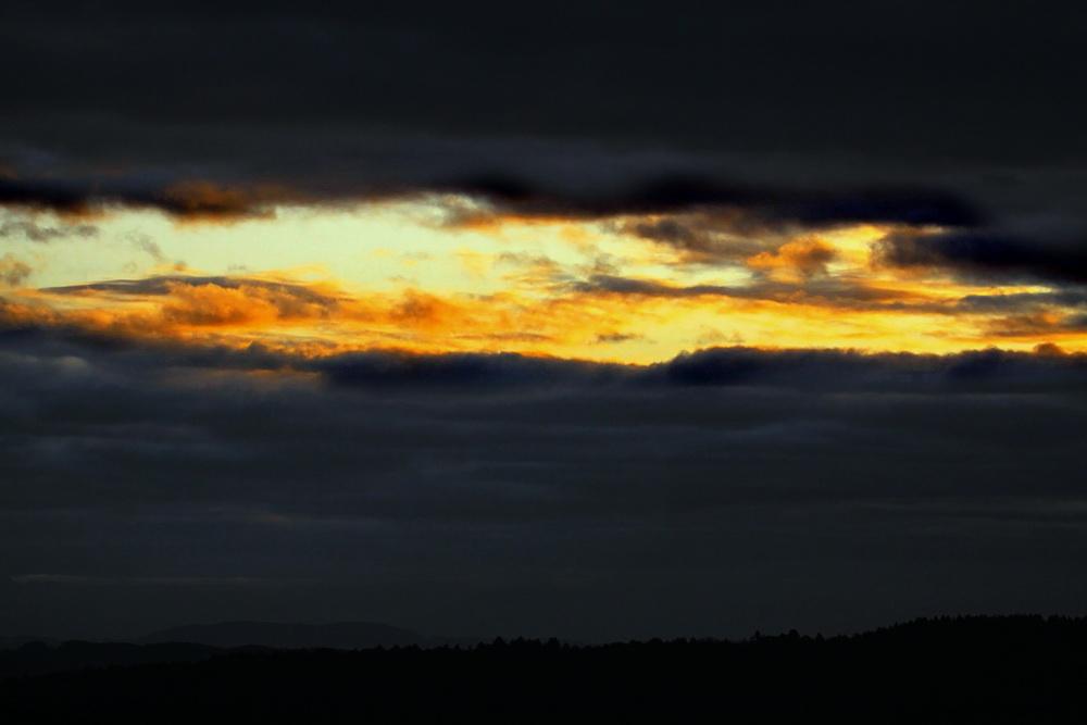 Lichtstreif über dem Horizont