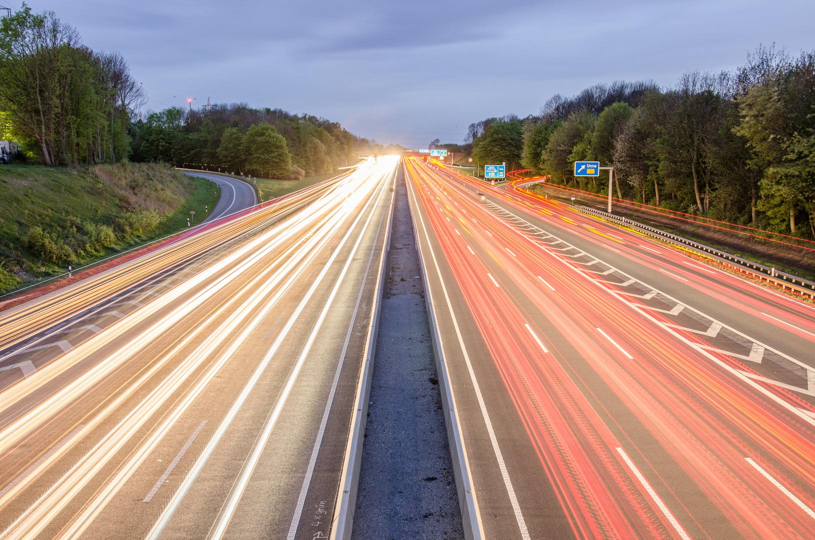 Lichtstreifen auf der Autobahn