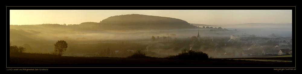 Lichtzauber und Morgennebel über Schondra