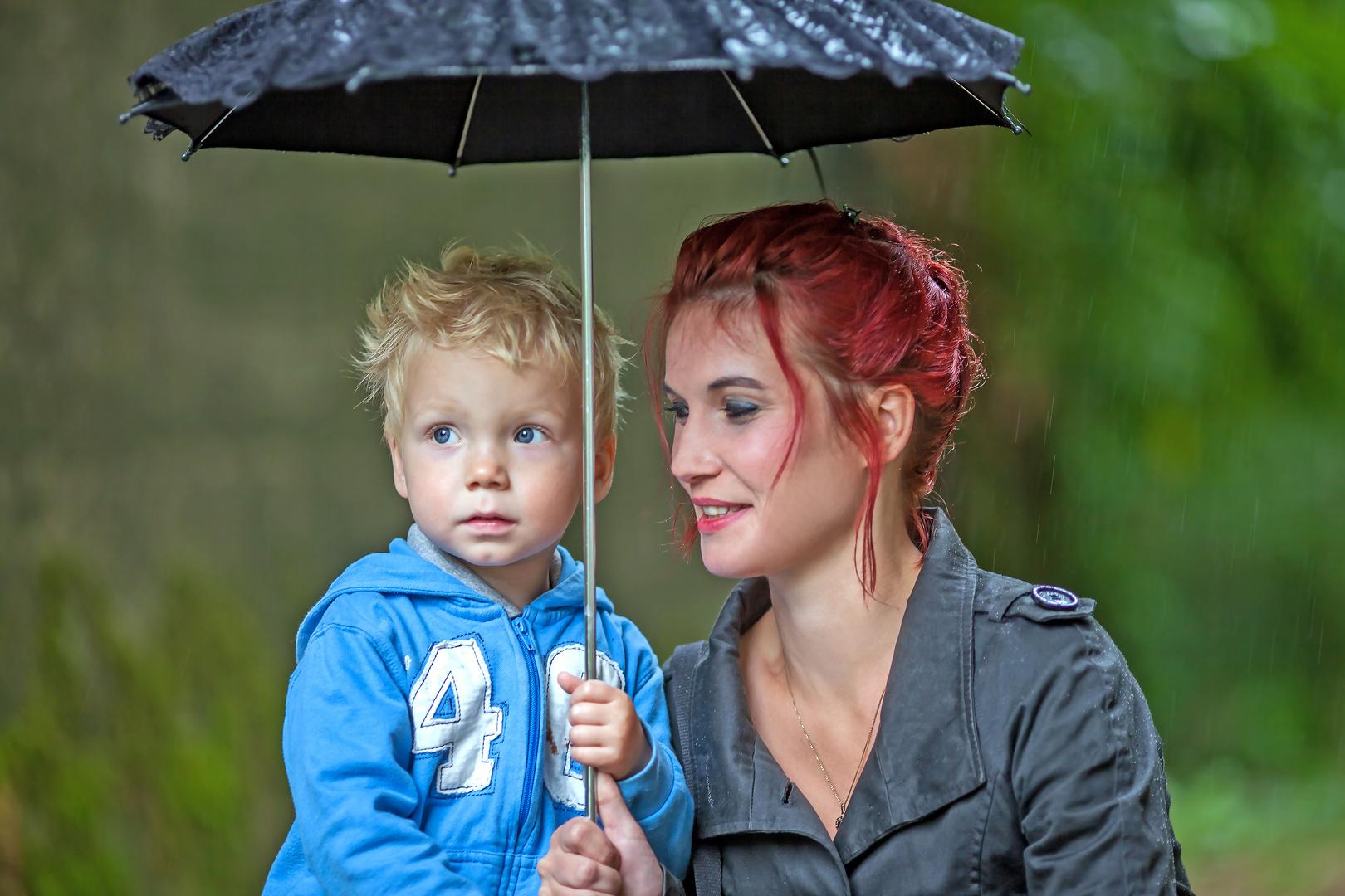 Liebe ist wenn einem wer den Schirm hält ...