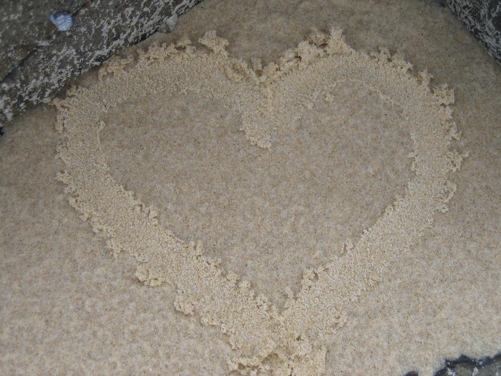 Liebeserklärung in den Sand geschrieben