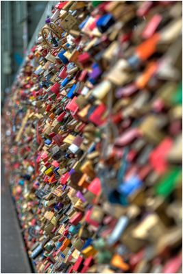Liebesschlösser auf der Hohenzollernbrücke in Köln