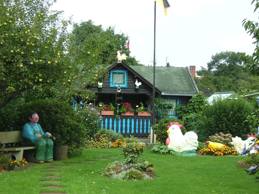liebevolle gestaltung im kleingarten l foto bild