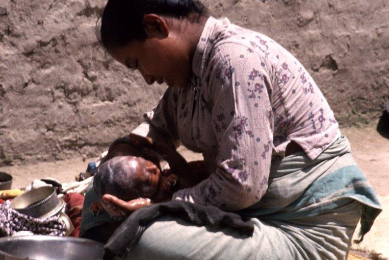 Liebevolle Mutter (Nepal)
