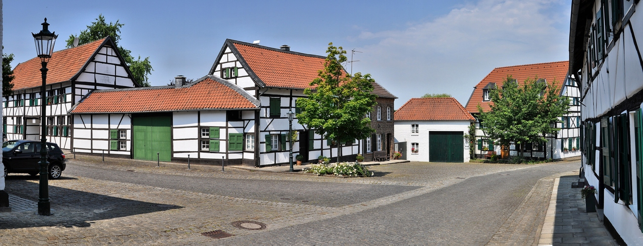 """Liedberg...., """"Fachwerkhäuser im Dorfkern"""""""