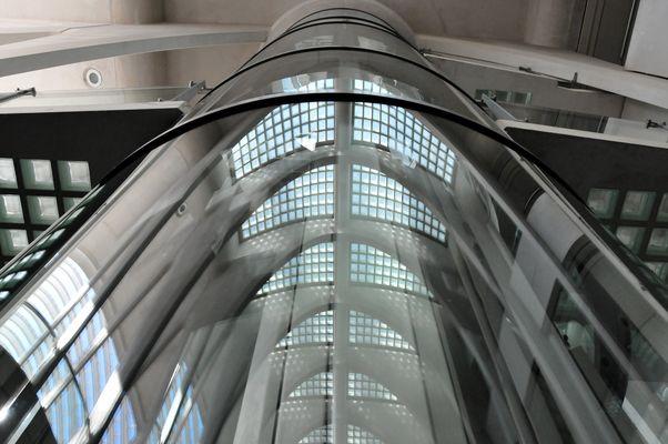 Liege-guillemins - Aufzug im Bahnhof