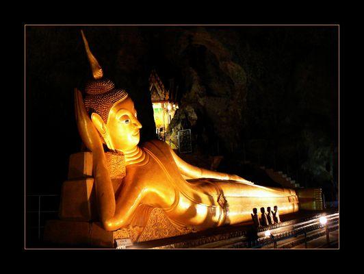 - Liegender Buddha -
