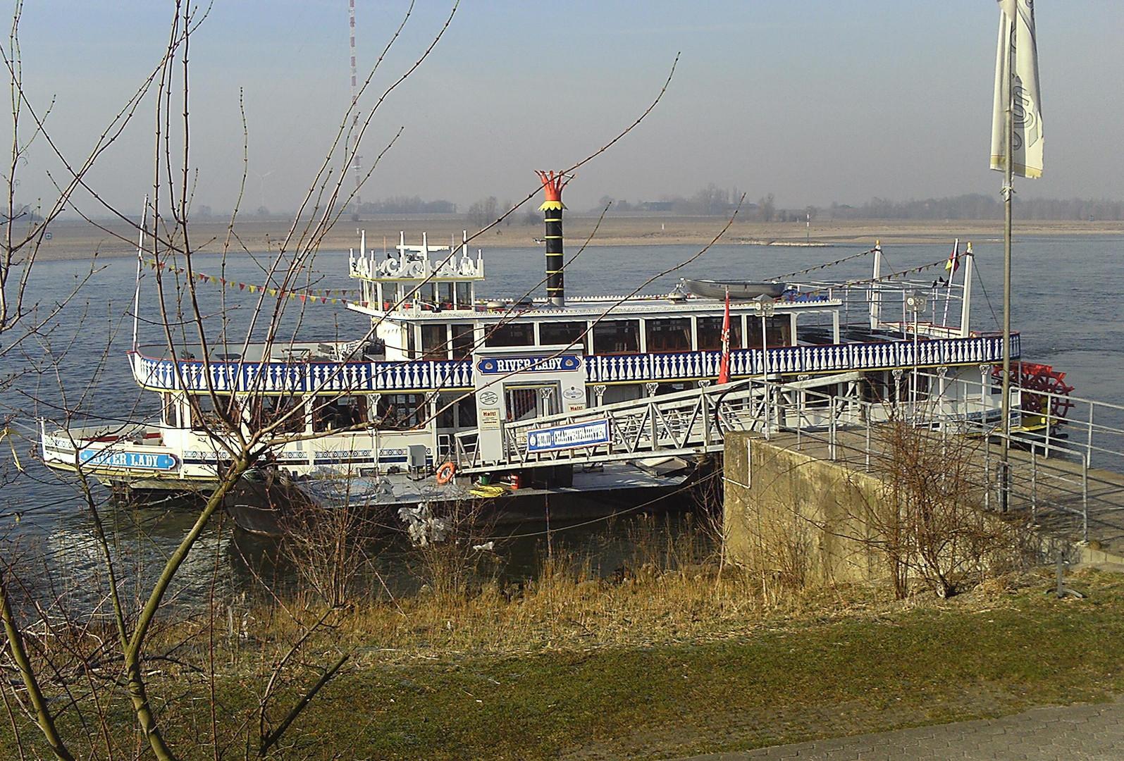 Liegeplatz der River Lady in Wesel am Rhein