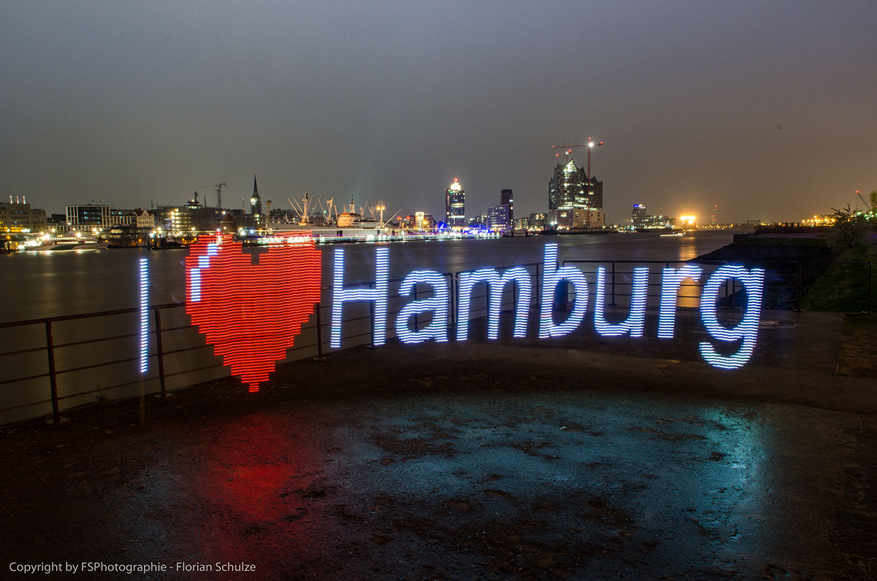 Lightpainting im Hamburger Hafen