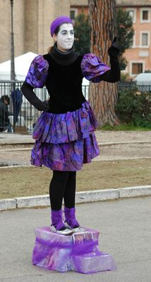 Lila Pantomimin
