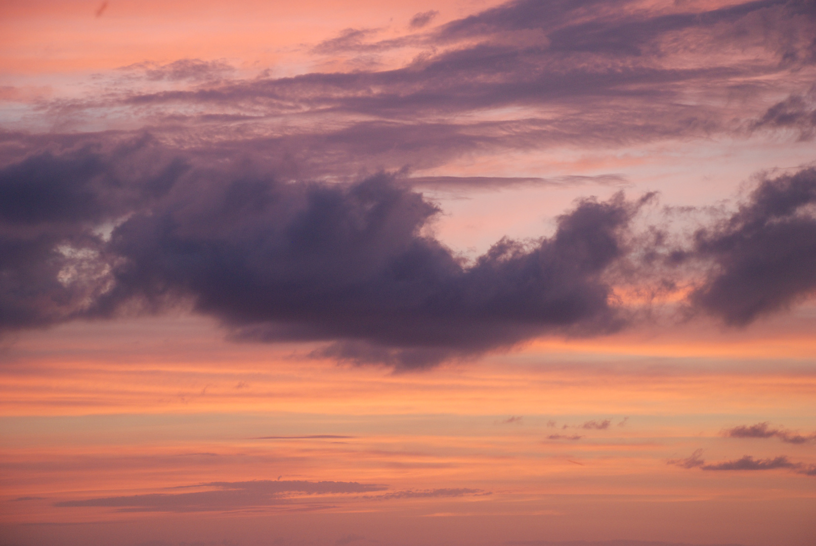 Lila Wolken.