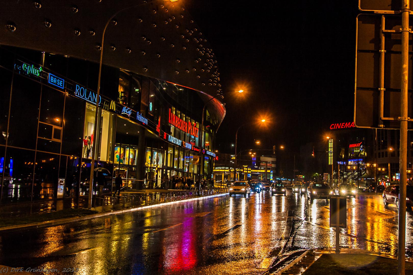 Limbecker Platz (Essen, Ruhrgebiet) by Night and Rain