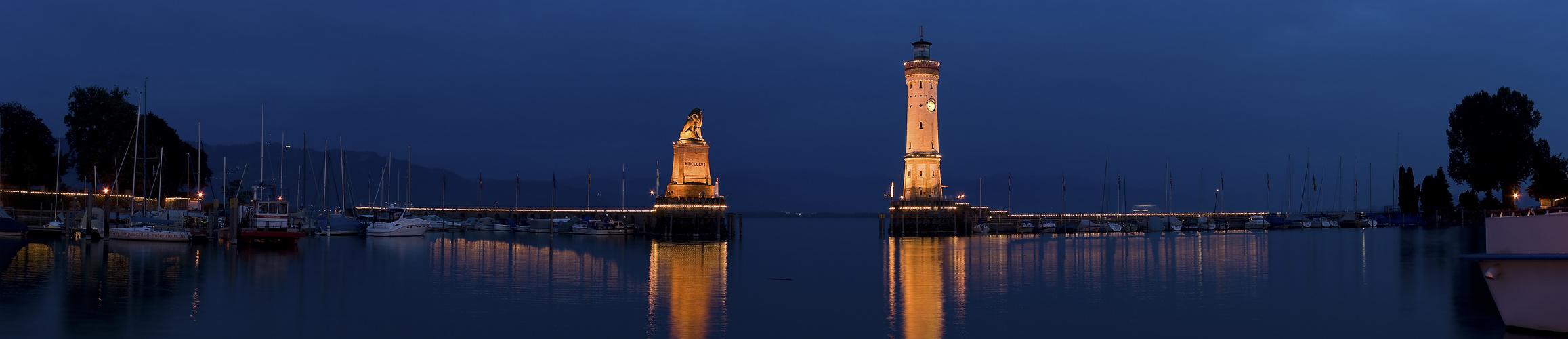 Lindauer Hafen bei Nacht.