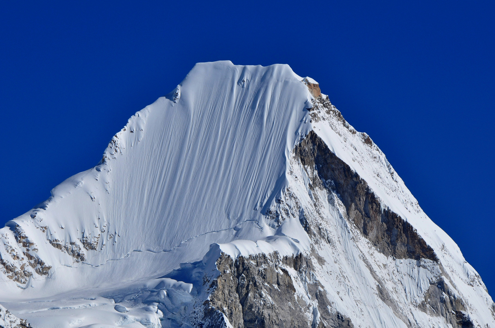 """Lingtren (6714 m) and its famous """"South Face"""""""