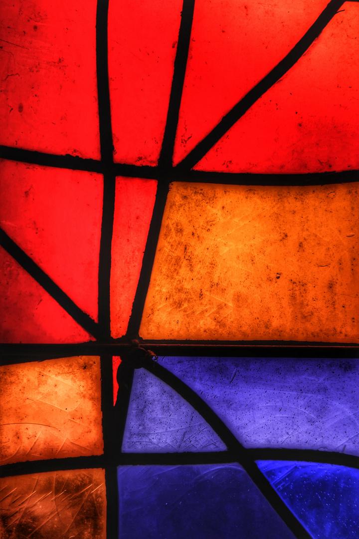 Linien im Kirchenfenster