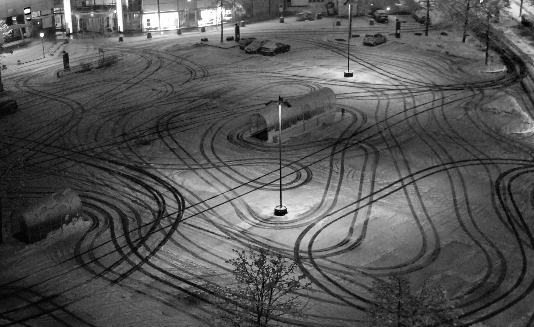 Linien im Schnee