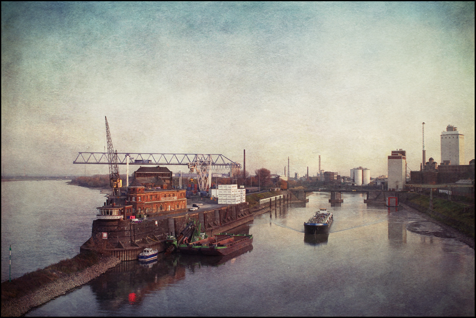 links ist der Rhein...