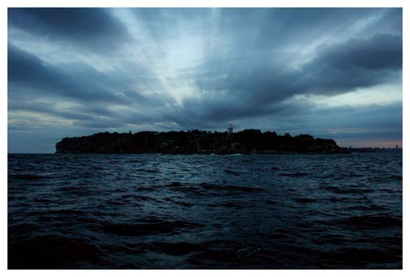 Links: offenes Meer, Rechts: Sydney Harbour