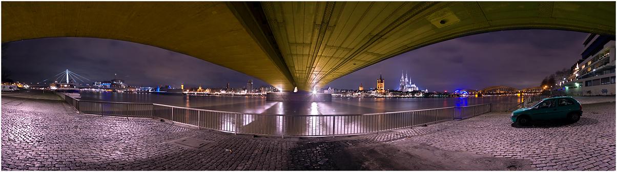 links - Under the Bridge - rechts