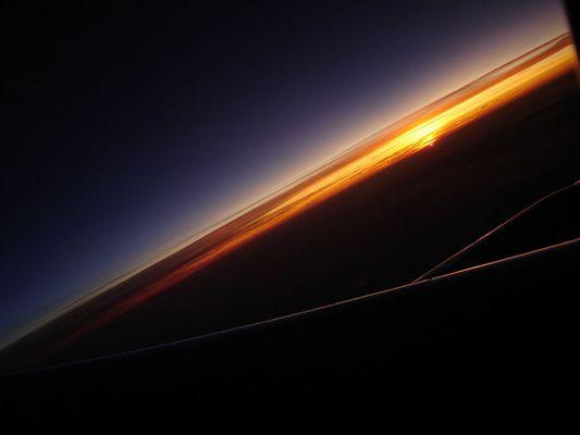 links weg in den Sonnenaufgang