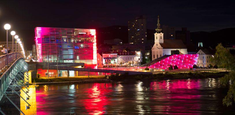 Linz bei Nacht ARS Elektronica Bild Nr.1