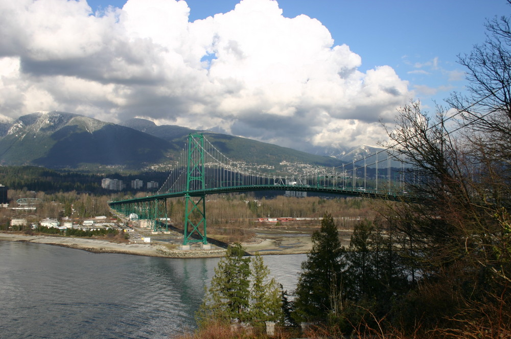 Lions Gate Bridge 2/2007