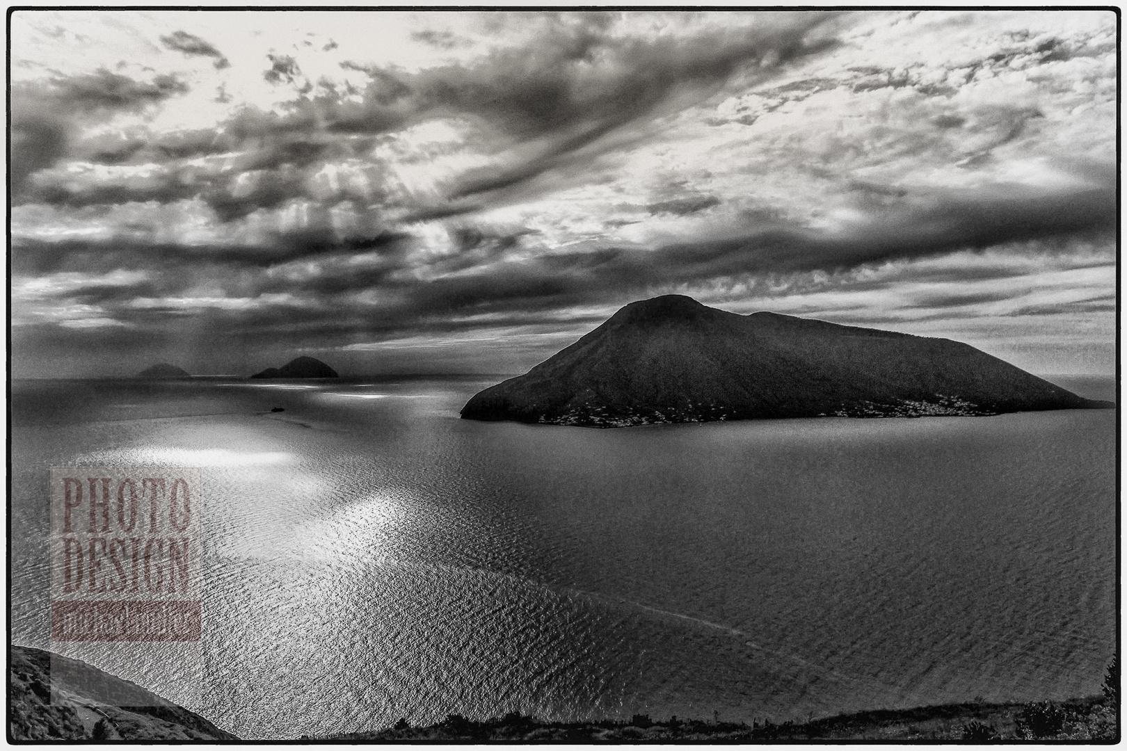 Lipari, Blick nach Isola Salina und den kleinen Inseln Filicuti und Alicuti