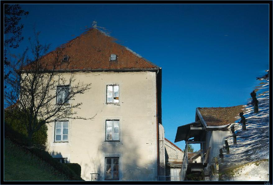 Liquéfaction (reflet d'un moulin dans l'eau)