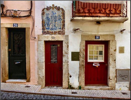 Lisboa old façade.
