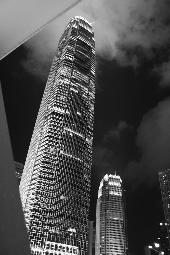 l'ISF1 tower de nuit