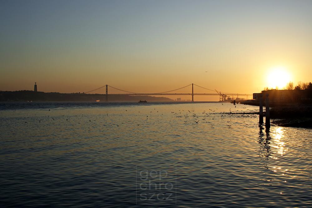 Lissabon - Abends am Tejo